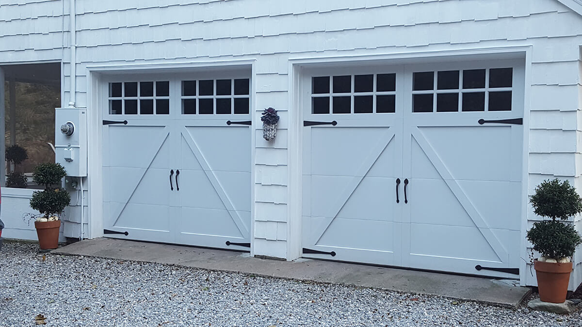 Overlay Carriage Door In White With Windows